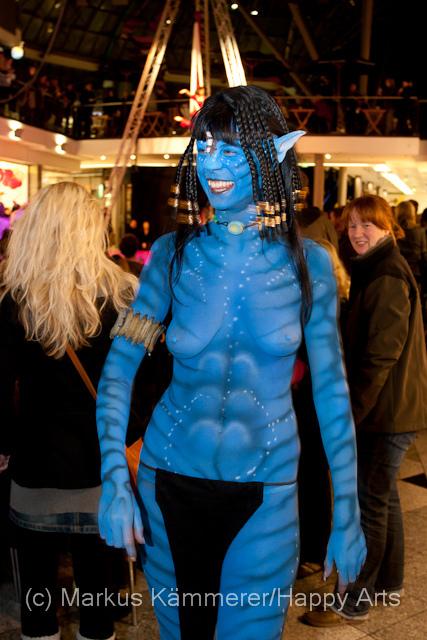 Am 29. Oktober fand das  Mitternachts-Shopping mit Body Art Festival in der Goethe Galerie Jena statt.Es wurden lebende Kunstwerke von Meistern ihres Faches auf nackte Haut gesprüht. Oder Neudeutsch: Bodypainting.